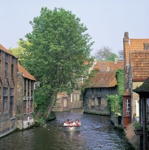 Boat trips along the canals, Brugge (Bruges), Belgium, Europe