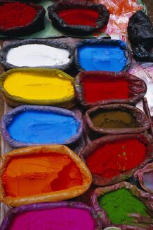 Brightly coloured powder for offerings