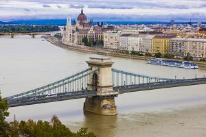 Chain bridge across the River Danube, Budapest, Hungary, Europe