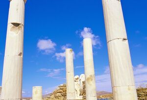 Columns surrounding ancient statues of Cleopatra and Diocrides