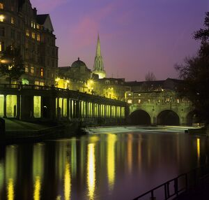Dusk over the Pulteney Bridge and River Avon, Bath, UNESCO World Heritage Site, Somerset, England, United Kingdom, Europe