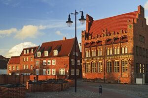 Evening scene in the old town of Wismar, UNESCO World Heritage Site, Mecklenburg-Vorpommern, Germany, Baltic Sea, Europe