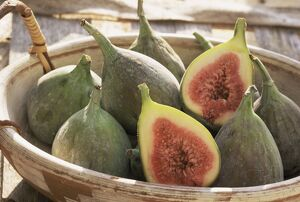 Figs in a baskest
