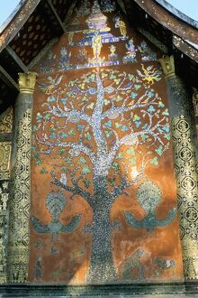 Glass mosaic of tree of life on wall of the 16th century Sim