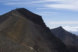 Hikers nearing the peak of Red Crater on the Tongariro Crossing