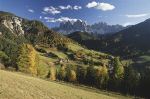 Italy, Cortina, Dolomites, view from over rolling landscape