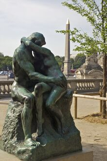 kiss auguste rodin outside musee lorangerie paris