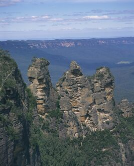 Landscape of the Three Sisters rock formations in the Blue Mountains at Katoomba