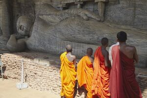 Monks looking at reclining Buddha statue, Gal Vihara, Polonnaruwa, UNESCO World Heritage Site, North Central Province, Sri Lanka, Asia