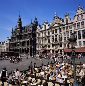 Open air cafes, Grand Place, UNESCO World Heritage Site, Brussels, Belgium, Europe