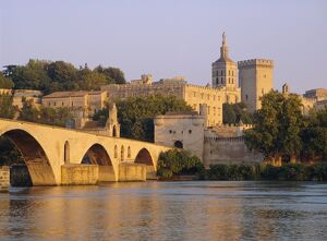 Pont St. Benezet bridge and Papal Palace, Avignon, Provence, France, Europe