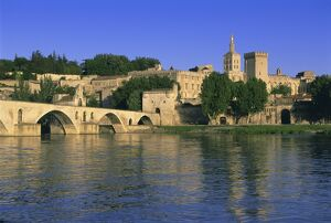 Pont St. Benezet (le Pont d'Avignon) bridge over the Rhone River, Avignon