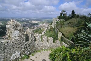 The ramparts of the Moorish Castelo dos Mouros