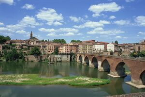The river and bridge with the town of Albi in the background, Tarn Region in the Midi Pyrenees