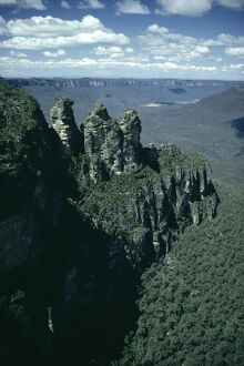Rock formations of the Three Sisters from Echo Point, Blue Mountains, UNESCO World Heritage Site