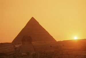 Sphinx and Kefren (Chephren) pyramid, Giza, UNESCO World Heritage Site