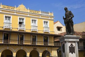 Statue of Pedro de Heredia in Plaza de Los Coches, Old Walled City District