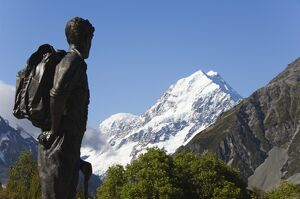 A statue of Sir Edmund Hillary