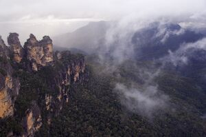 Swirling mists around the Three Sisters rock outcrops at Katoomba, Blue Mountains National Park