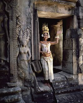 Traditional Cambodian apsara dancer, temples of Angkor Wat, UNESCO World Heritage Site