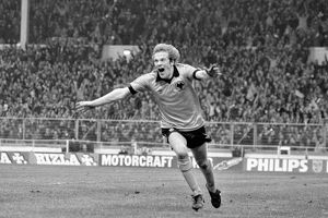 League Cup Final, Wolves vs Nottingham Forest, Andy Gray celebrates scoring the winning
