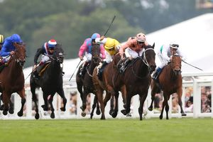 Black Caviar leads the Diamond Jubilee Stakes at Royal Ascot