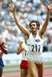 Cuba's Alberto celebrates completing the 400m/800m double at the 1976 Montreal