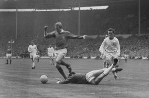 Denis Law evades Gordon Banks during the 1963 FA Cup Final