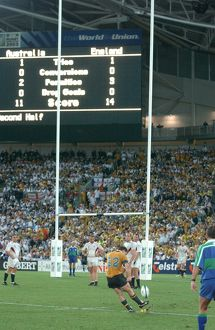 Elton Flatley kicks a penalty to send the 2003 World Cup Final into extra-time