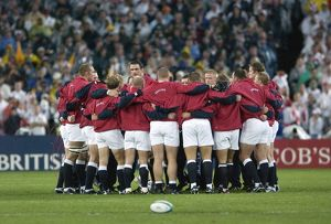 The England team huddle before the 2003 World Cup Final