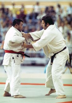 Keith Remfry takes on Sumio Endo - 1976 Montreal Olympics
