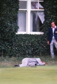 Ken Brown falls to the ground after his missed putt loses him a match at the 1977