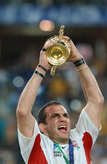 Martin Johnson lifts the rugby World Cup