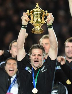 Richie McCaw lifts the Rugby World Cup