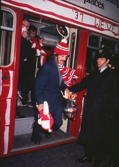 Sunderland captain Bobby Kerr gets of the open top bus with the FA Cup in 1973