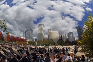 Cloud Gate Sculpture and city skyline, Chicago, Illinois, America