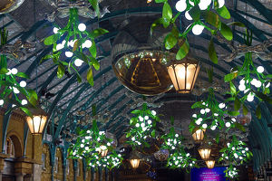 christmas 2019/covent garden market christmas lights switched