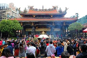 Crowds at the Longshan Buddhist Temple at Chinese New Year in Taipei, Taiwan