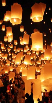 Sky lanterns at the Yee Peng Sansai, Loy Krathong, Floating Lantern Ceremony, Chiang Mai