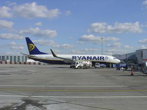 Boeing 737-800 Ryanair refuelling at Stansted Airport