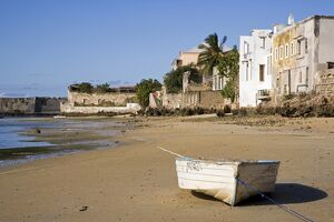 A boat on the beach of Ilha do Mozambique