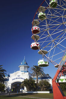 new/20191004 awl 8/ferris wheel outside boardwalk entertainment complex