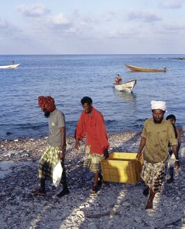 Fishermen bring in their catch at Sekra