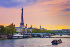 new july 2019/france paris eiffel tower river seine dusk