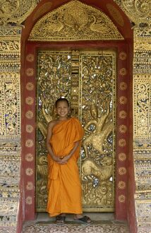 Golden City Monastery (Wat Xieng Thong) / Novice Monk
