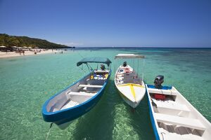 Honduras, Bay Islands, Roatan, West Bay, Boats