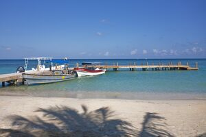Honduras, Bay Islands, Roatan, West Bay, Jetty