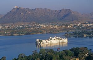 India, Udaipur, Lake Pichola