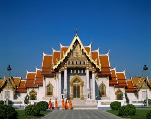 Marble Temple (Wat Benchamabophit) / Monks