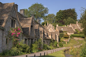 new/20191004 awl 3/pretty cottages arlington row cotswolds village bibury